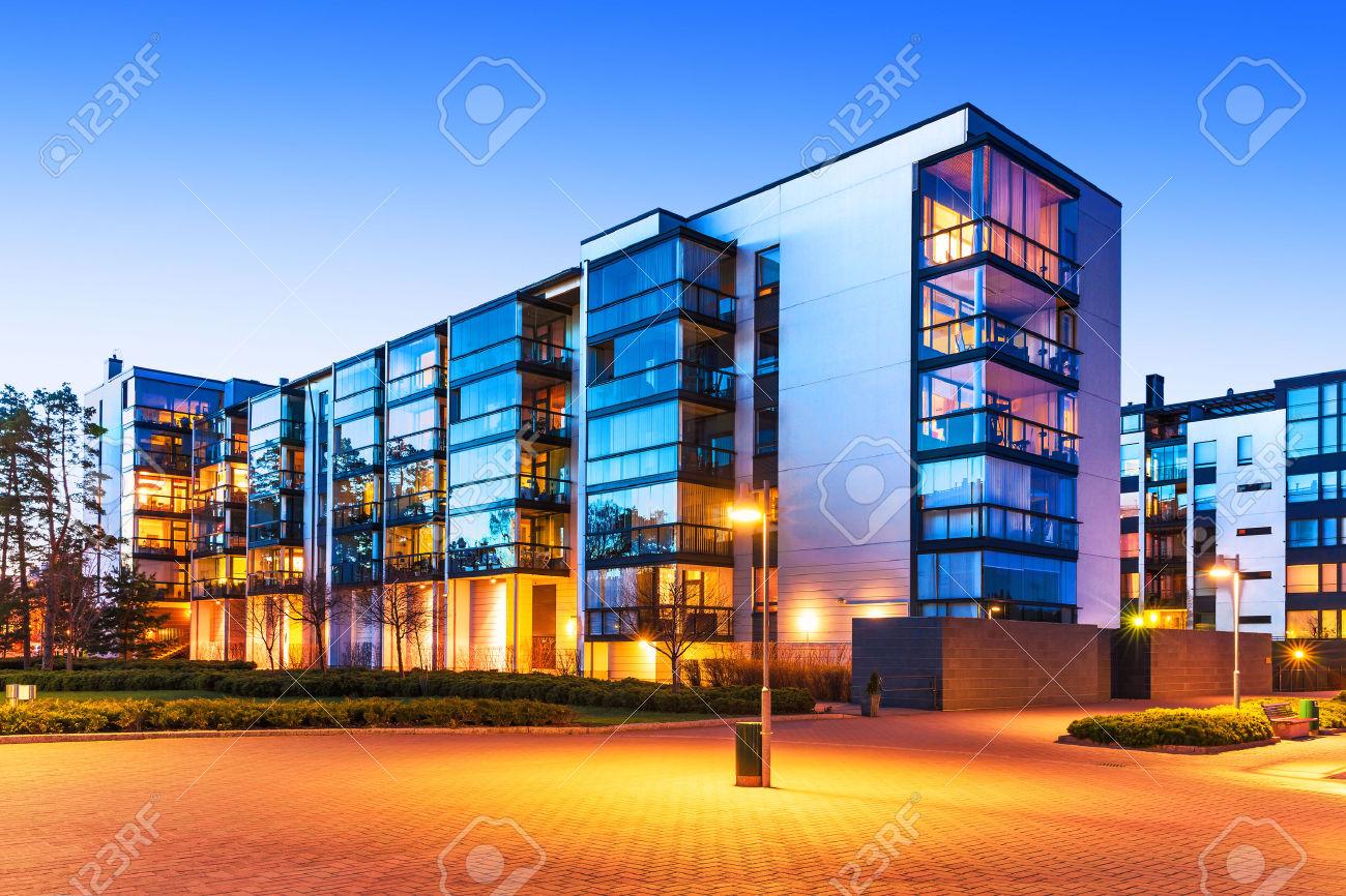 31137764 Wohnungsbau Und Stadt Bau Konzept Abend Im Freien Stadtansicht Des  Modernen Immobilien H User Lizenzfreie Bilder